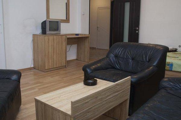 Burgas Rooms and Studios - фото 9