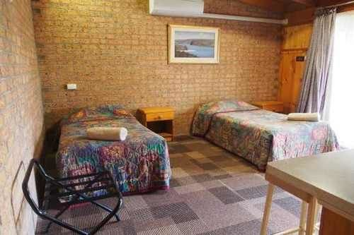 Lightning Ridge Outback Resort & Caravan Park - фото 1