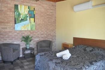 Lightning Ridge Outback Resort & Caravan Park - фото 2