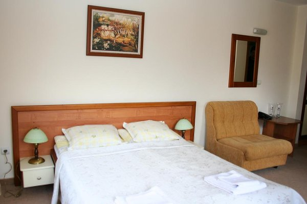 Family Hotel Lazur - фото 3