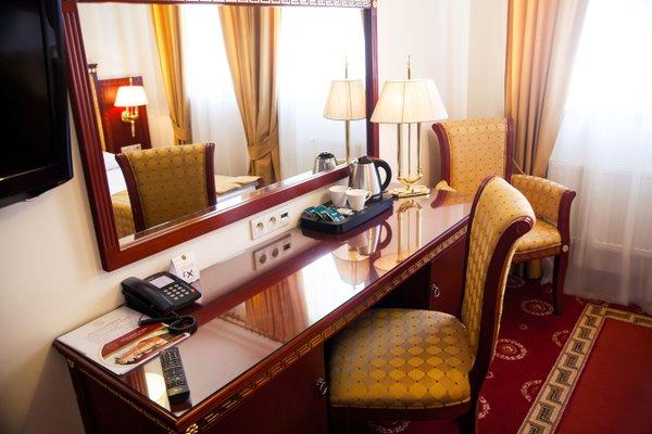Отель Holiday Park - фото 1