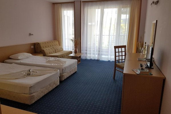Kalofer Hotel - фото 1