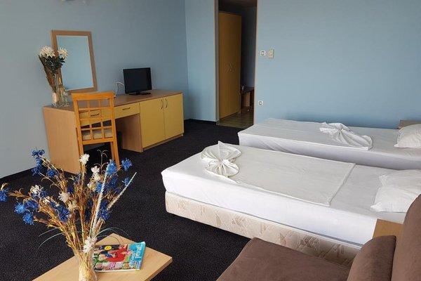 Kalofer Hotel - фото 2