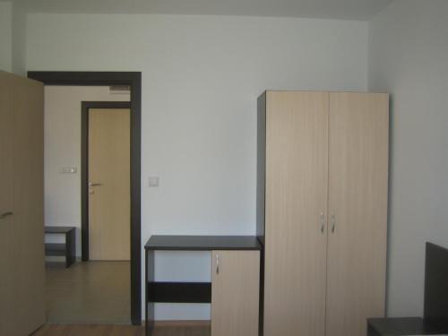 Admiral Plaza Apartments - фото 10