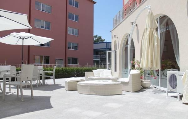 Rose Garden Omax Hotel Apartments - фото 21