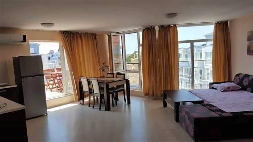 Rose Garden Omax Hotel Apartments - фото 5