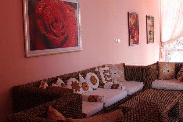 Rose Garden Omax Hotel Apartments - фото 8