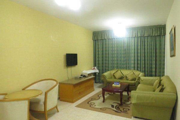 Liwa Plaza Hotel Apartments - фото 15