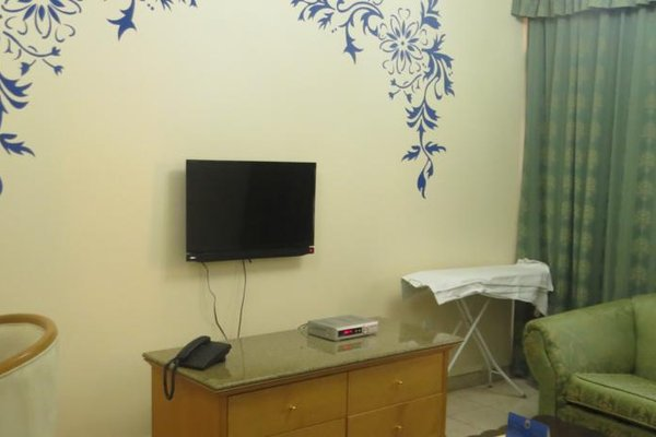 Liwa Plaza Hotel Apartments - фото 16