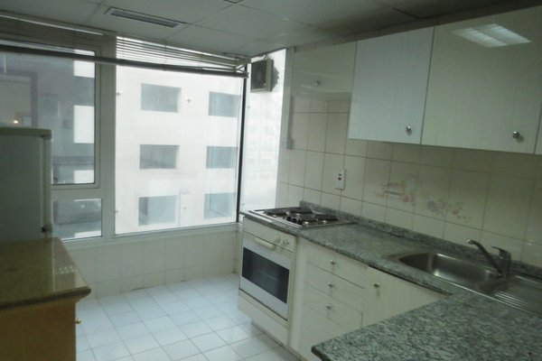 Liwa Plaza Hotel Apartments - фото 19
