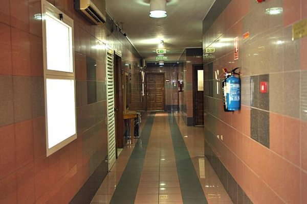 Liwa Plaza Hotel Apartments - фото 21
