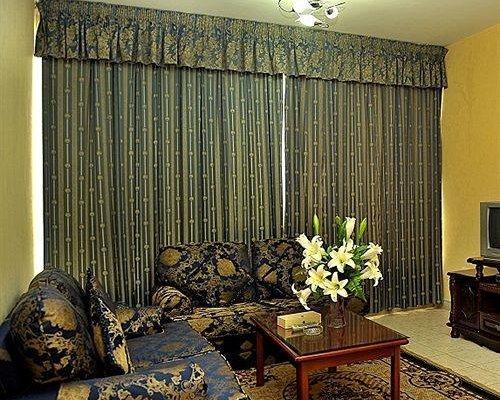 Liwa Plaza Hotel Apartments - фото 22