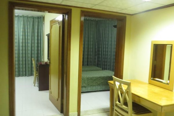 Liwa Plaza Hotel Apartments - фото 5
