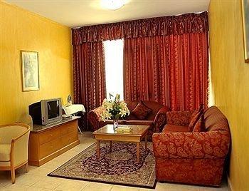 Liwa Plaza Hotel Apartments - фото 7