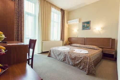Hotel Varosha - фото 3