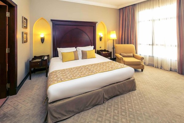 Mercure Grand Hotel Seef / All Suites - фото 1