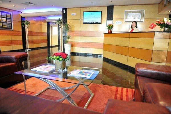 One Juffair Luxury Serviced Apartments - фото 10