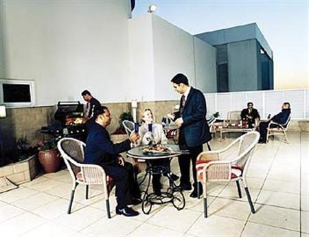 One Juffair Luxury Serviced Apartments - фото 12