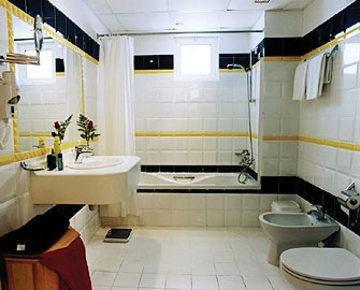 One Juffair Luxury Serviced Apartments - фото 6