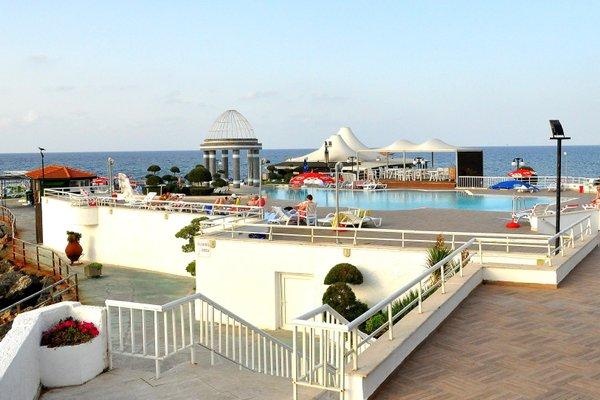 Dome Hotel, Кирения