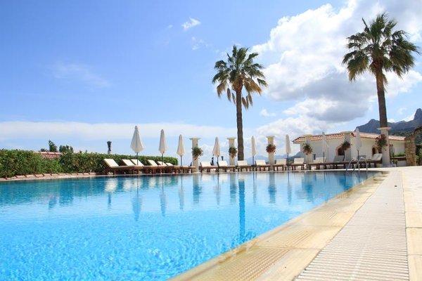 The Hideaway Club hotel, Кирения