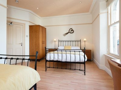 18/20 Cellar Bar, Dining & Rooms