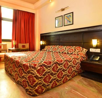 Hotel Shanti Palace West - фото 1