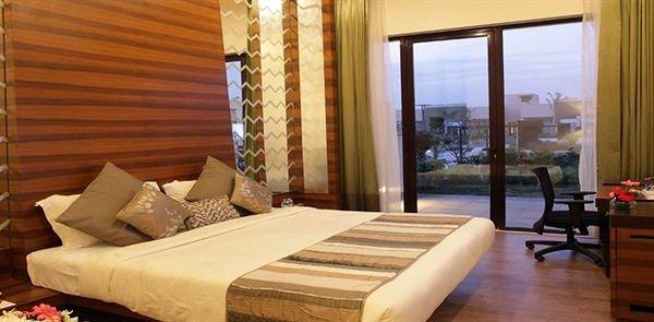 OODLES HOTEL, Султанпур