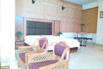 Hotel Queens Residency