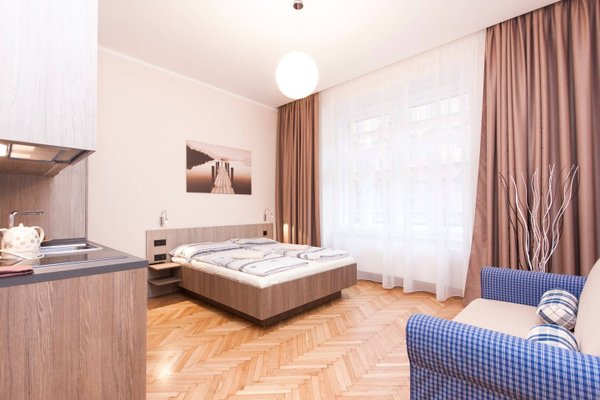Manesova Astra Apartment - фото 2