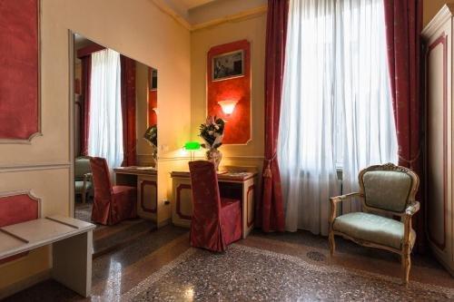 Antica Residenza D'Azeglio Room&Breakfast di Charme - фото 3