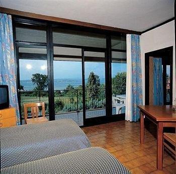Hotel Holiday - фото 1