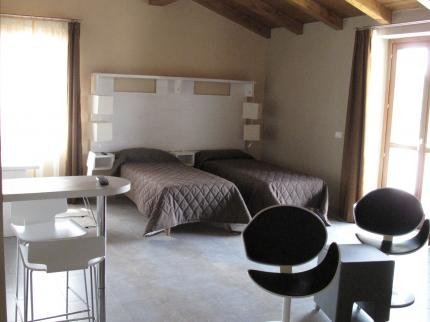 Natural Hotel, Case Branca