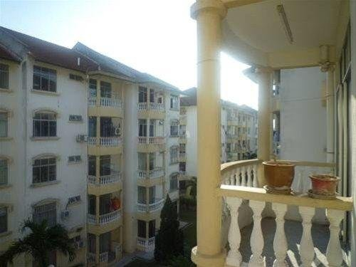 Malacca Pelangi Holiday Aparment - фото 1