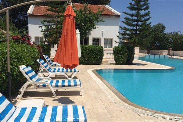 The Prince Inn Hotel & Villas, Кирения