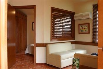 Alcazar Suites - фото 18