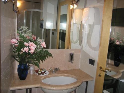 San Simeon Apartments - фото 8
