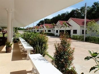 Lake Villas Resort