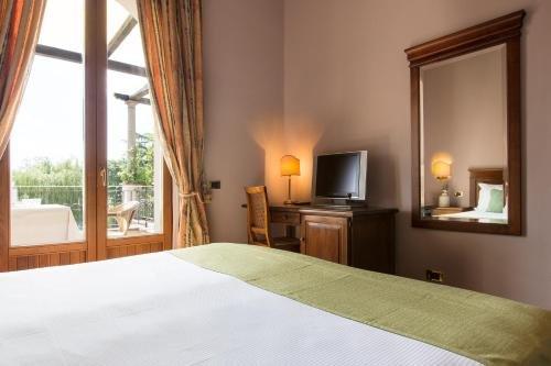Hotel Il Borgo Di Sutri - фото 0