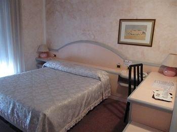 Hotel Grazia Deledda - фото 2