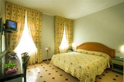 Гостиница «PRINCIPE», Саронно