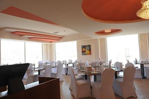 Muscat Dunes Hotel - фото 9
