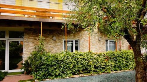 Residence Rivachiara (check-in at Hotel Riviera in Viale Rovereto, 95) - фото 19