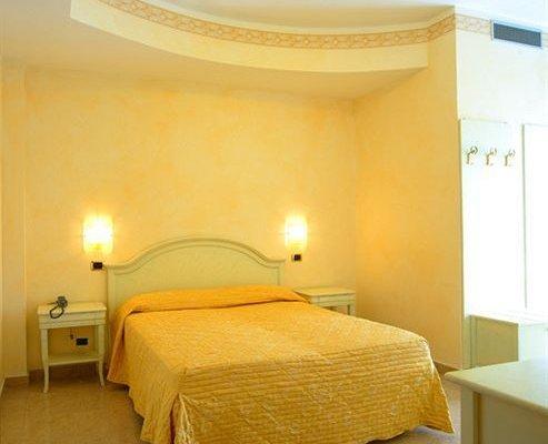 Hotel Gaston - фото 2