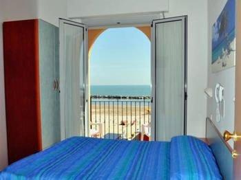 Hotel Holiday Beach - фото 2
