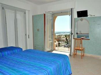 Hotel Holiday Beach - фото 3