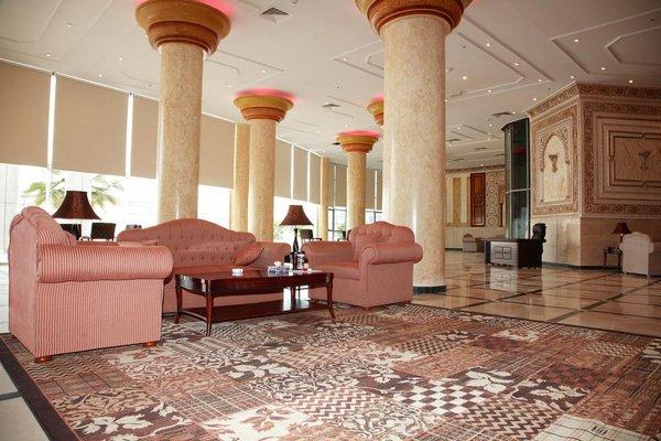 Crown Palace Hotel - фото 10