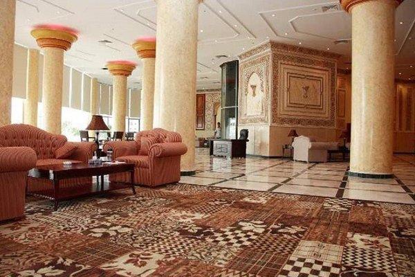 Crown Palace Hotel - фото 11