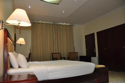 Waves Hotel - фото 1