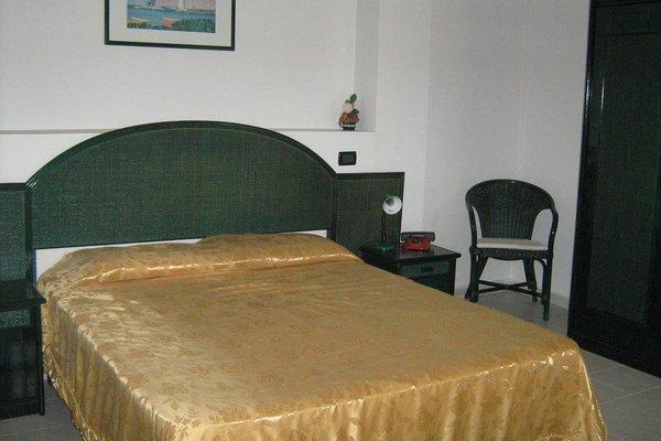 Hotel Ristorante La Scogliera - фото 2